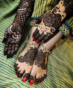 henna art on foot and hands